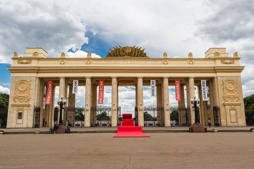 Артисты огромного театра станцуют под техно накрыше музея парка Горького
