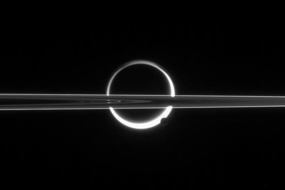 Спутник сфотографировал солнечное затмение наСатурне