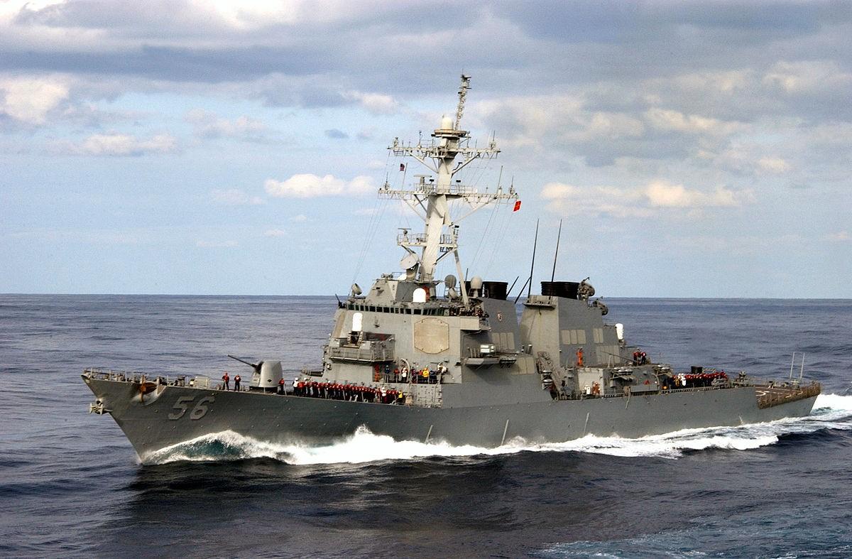 John S. McCain столкнулся сторговым судном