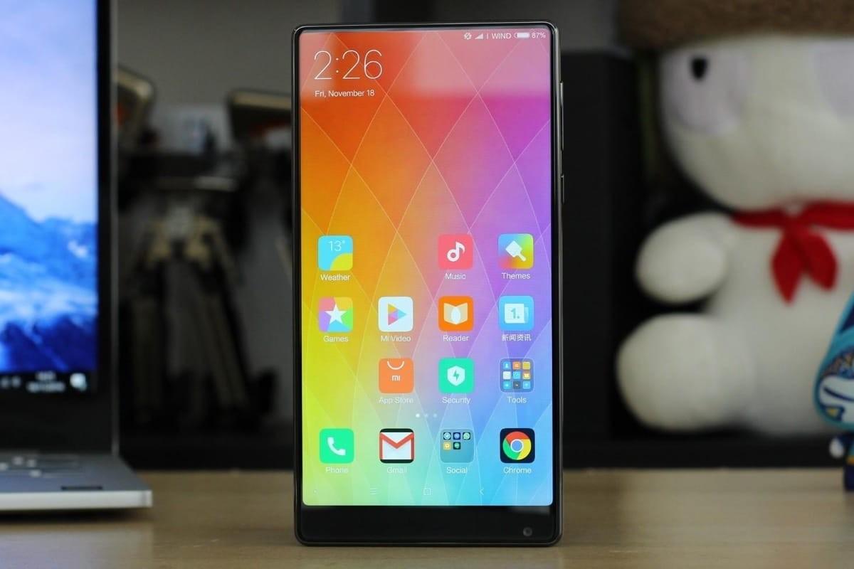 Xiaomi MiMix 2 показали совсех сторон. Первые «живые» фото