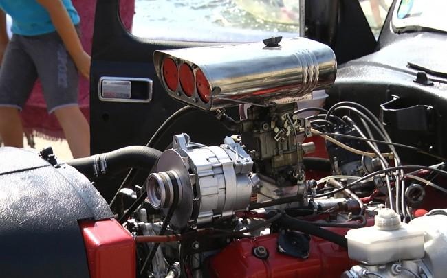Машину-конструктор из10 авто показали вКургане наДень города