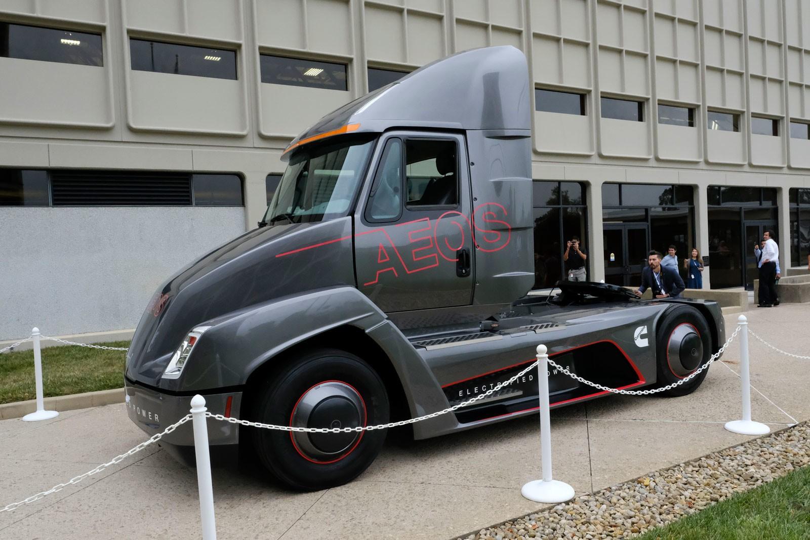 Североамериканская компания представила 1-ый вмире электрогрузовик