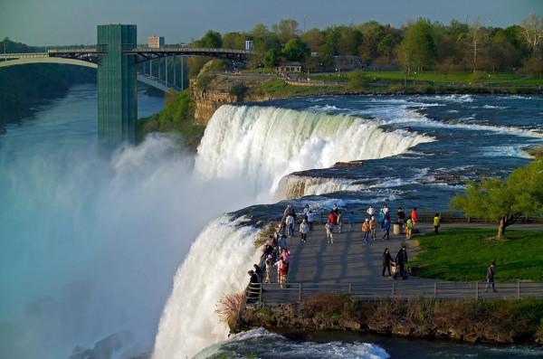 Видео почерневшего Ниагарского водопада шокировало весь мир