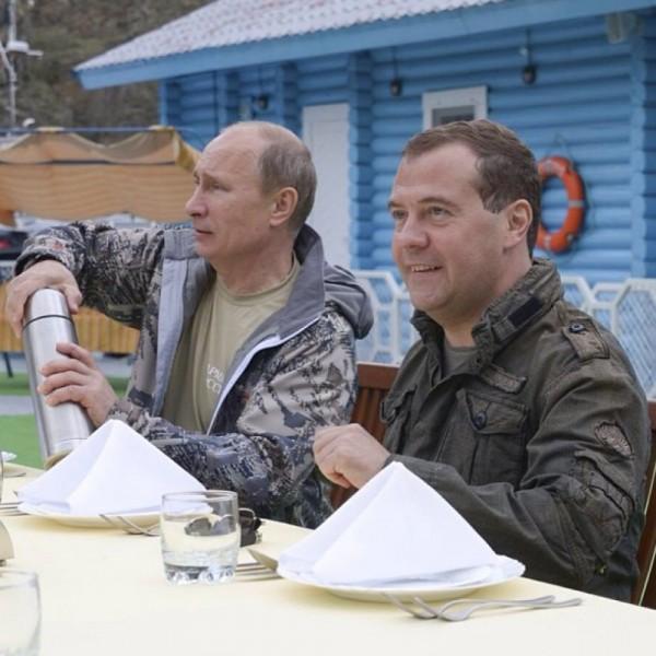 Снимки Путина с рыбалки обсуждают западные СМИ