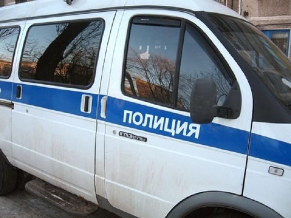 В Петербурге девушка заговорилась по телефону и выпала с балкона