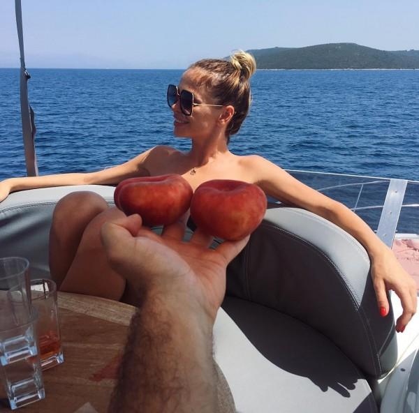 Анна Хилькевич сравнила свою грудь с инжиром