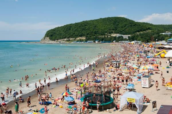 Названы самые популярные туристические направления августа
