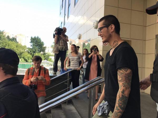 Суд постановил оставить журналиста Али Феруза в России до вердикта Евросуда