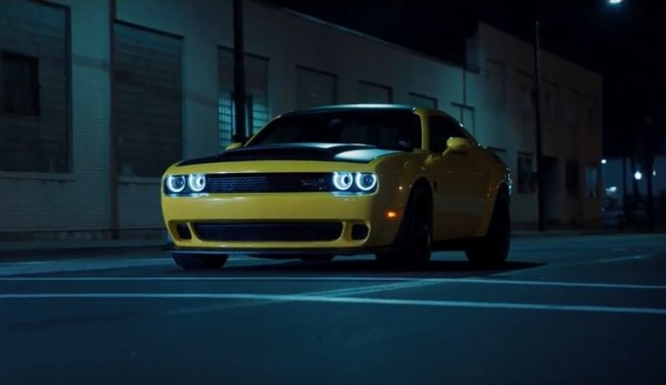 Видео: Dodge Challenger SRT Demon пошумел в городе