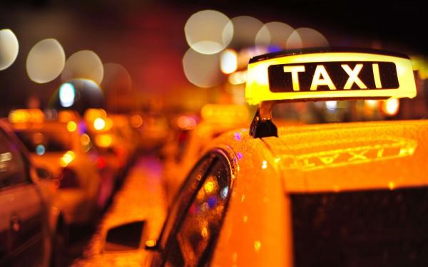 Страховщики назвали цену страховки за поездку в такси
