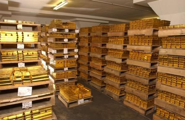 Центробанк за месяц увеличил золотой запас