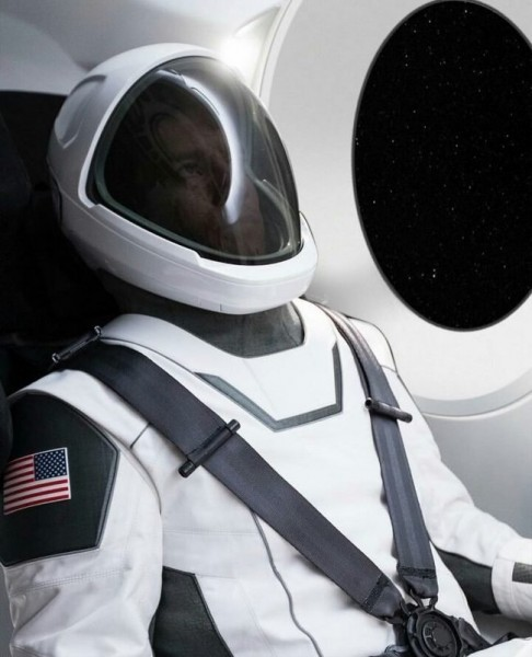 Илон Маск продемонстрировал первое фото инновационного скафандра от SpaceX