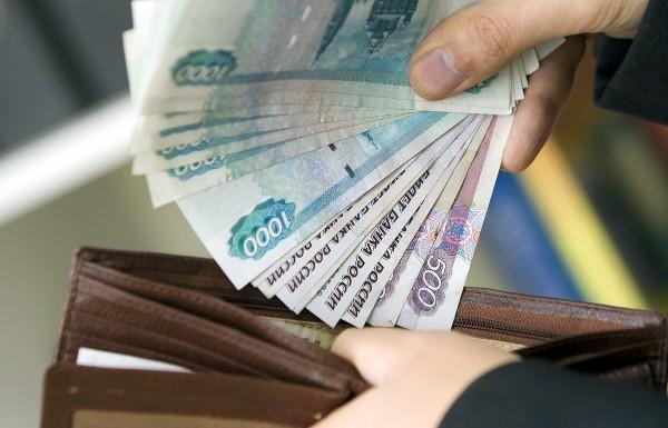 В России 45% рабочего населения получает зарплату «в конвертах»
