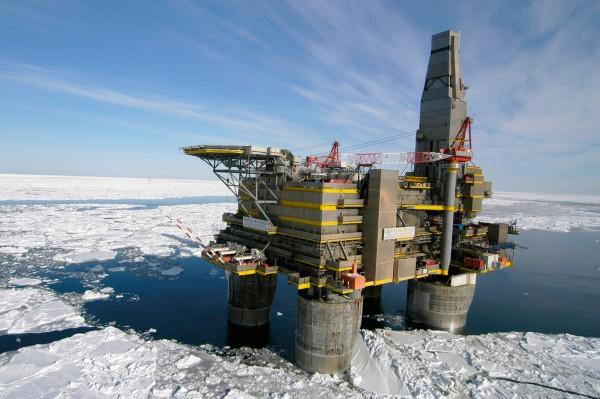 Количество добытой нефти в Арктике Россией увеличится с 2017 года