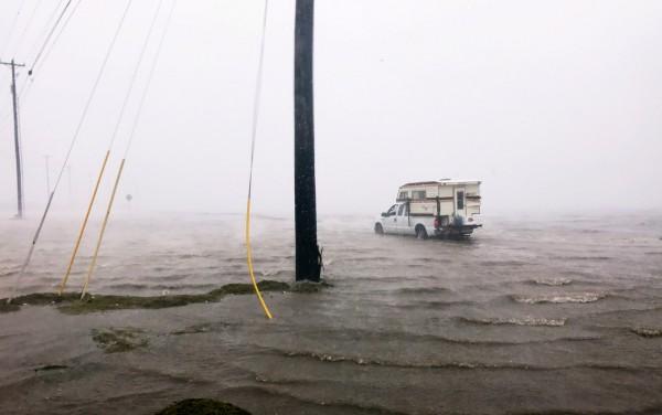Очевидцы урагана «Харви» публикуют ужасающие кадры катастрофы