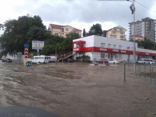 Из-за дождя в Сочи образовалась пробка