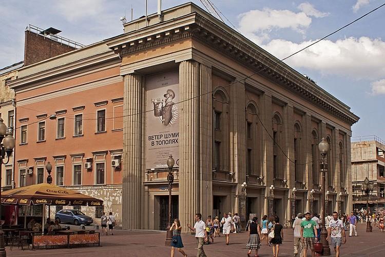 Министр культурыРФ вручил государственные награды вТеатре Вахтангова
