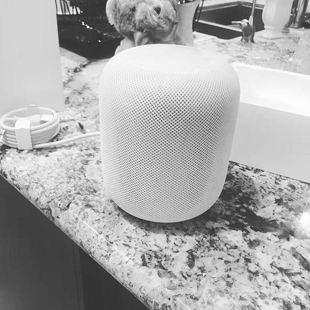 Всети интернет опубликовали фото нового устройства Apple HomePod