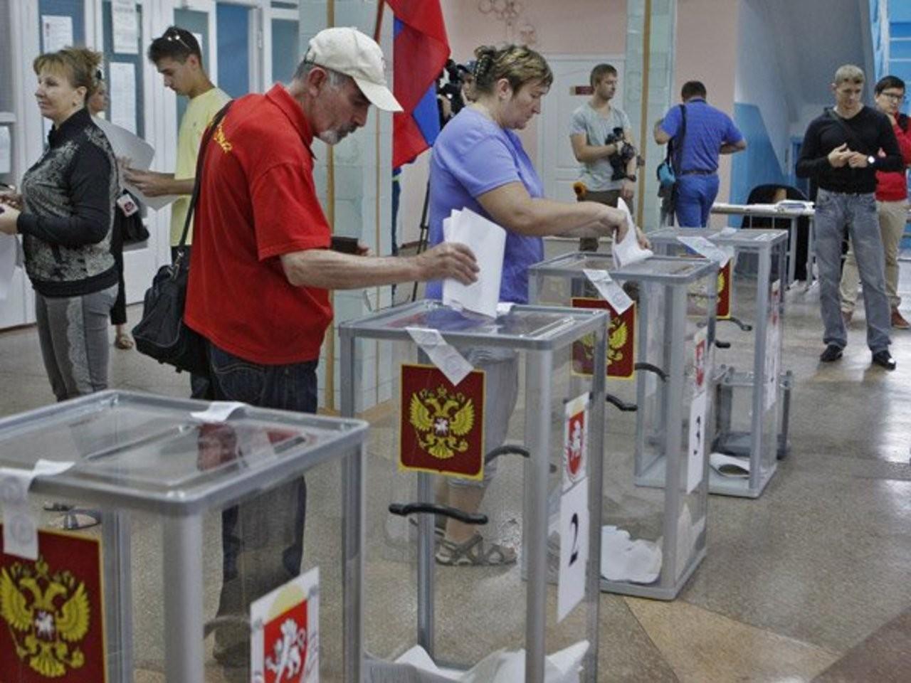 В российской столице  кандидат в народные избранники  искусал присутствующих навыборах