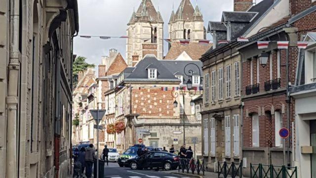 Неизвестные убили  четырех человек навокзале насевере Франции