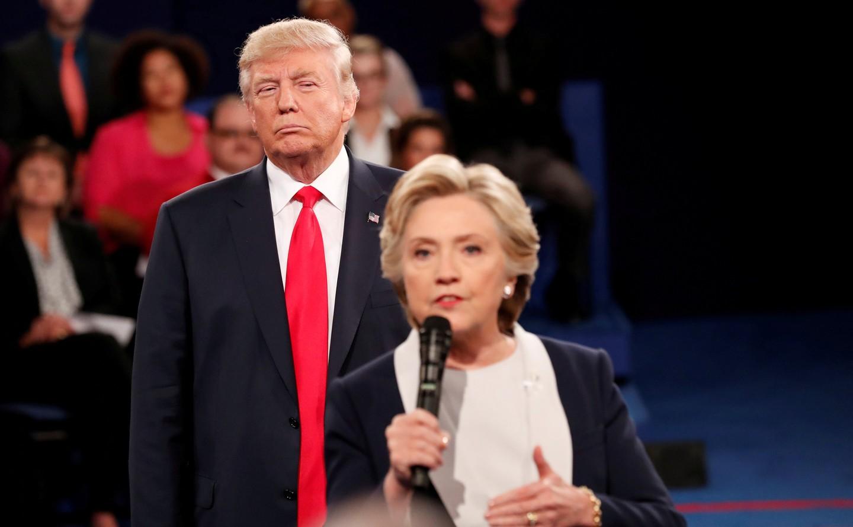 Клинтон в новейшей книжке признала ряд личных ошибок навыборах президента