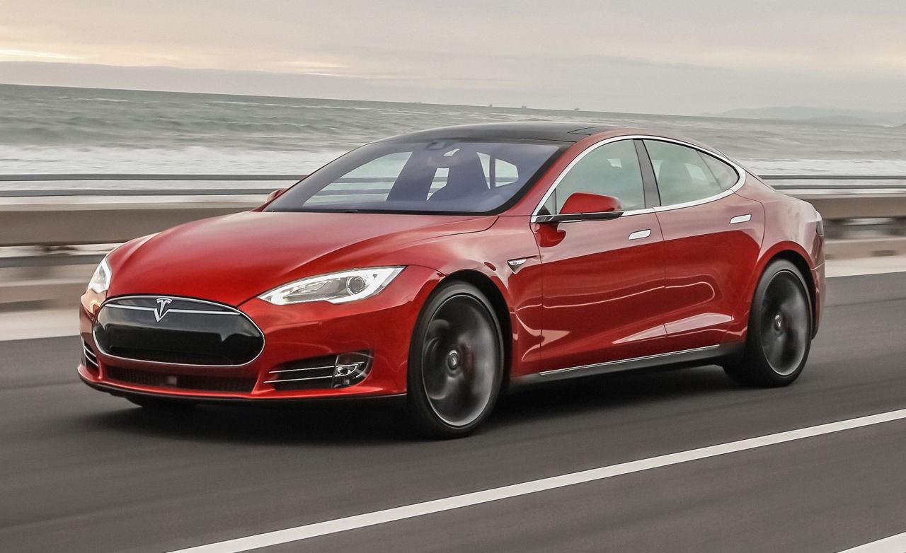 Tesla увеличила ёмкость батарей электрокаров воФлориде, чтобы владельцы успели эвакуроваться