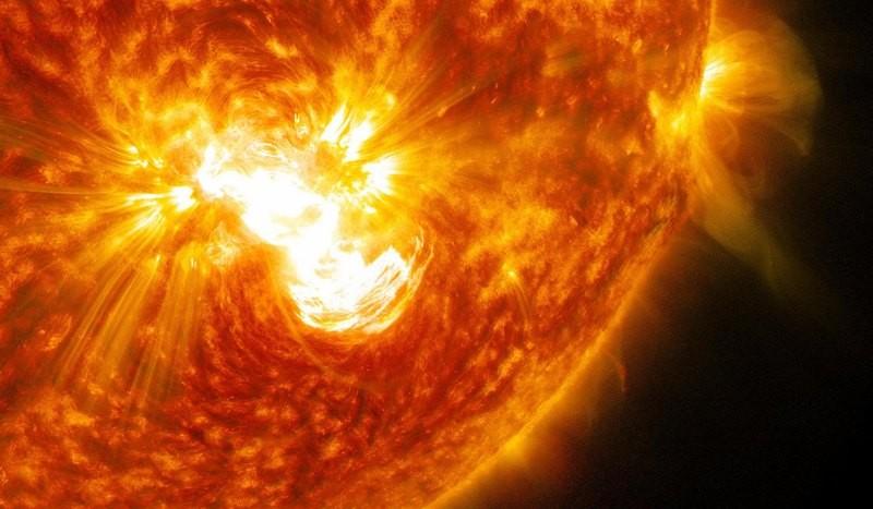 Мощная вспышка наСолнце заставила спрятаться пилотов МКС вукрытие