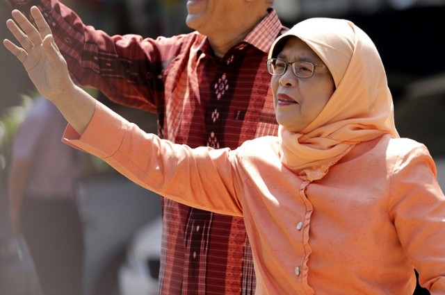 Первая женщина-президент избирается без голосования— Гнев вСингапуре