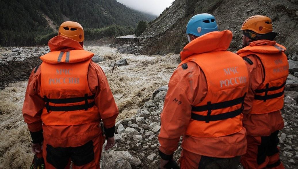 ВКабардино-Балкарии возеро упала машина слюдьми
