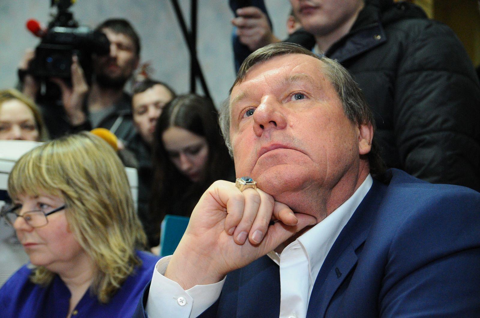 Бард Новиков устроил спор с«шоу-проститутками» напередаче «Пусть говорят»