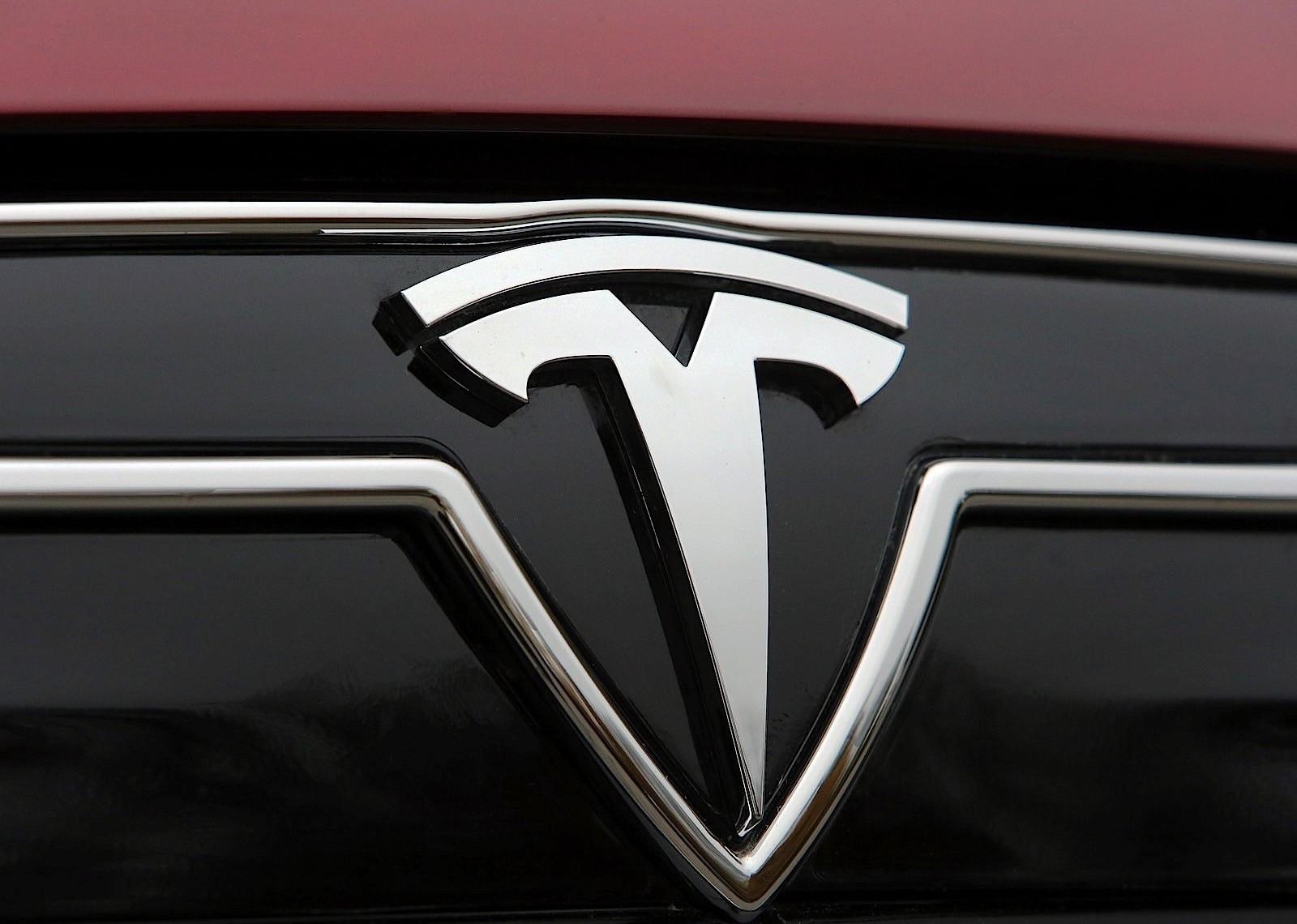 Tesla запатентовала технологию портативной замены батарей электрокаров