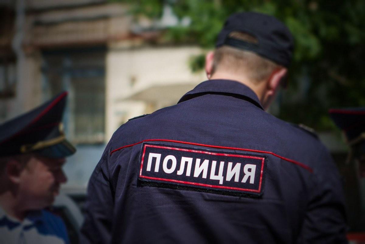 Полицейского уволят после избиения официантки в российской столице - МВД