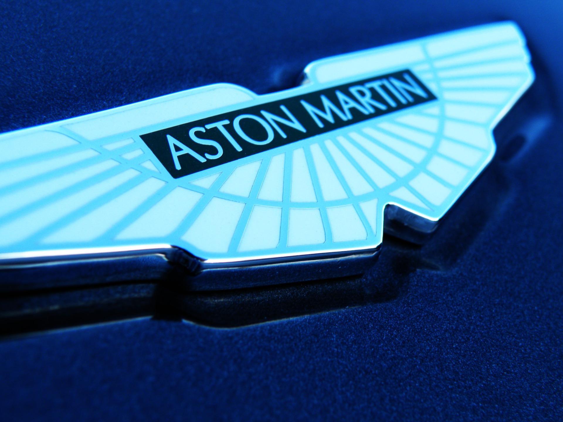 Спид-тест Aston Martin Vantage GTE попал в объективы фотошпионов