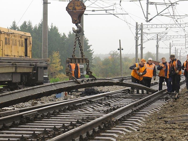 ВХМАО задерживается движение двенадцати  пассажирских поездов
