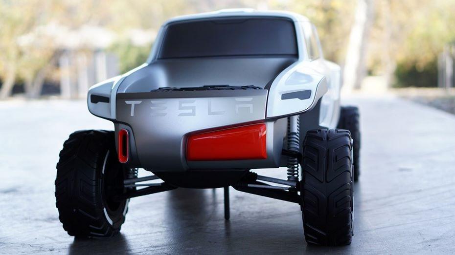 Tesla Motors представит новый электрогрузовик Semi 26октября