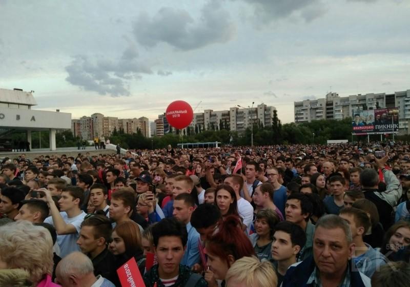 ВОмске навстречу сАлексеем Навальным пришло около 4 тыс. человек