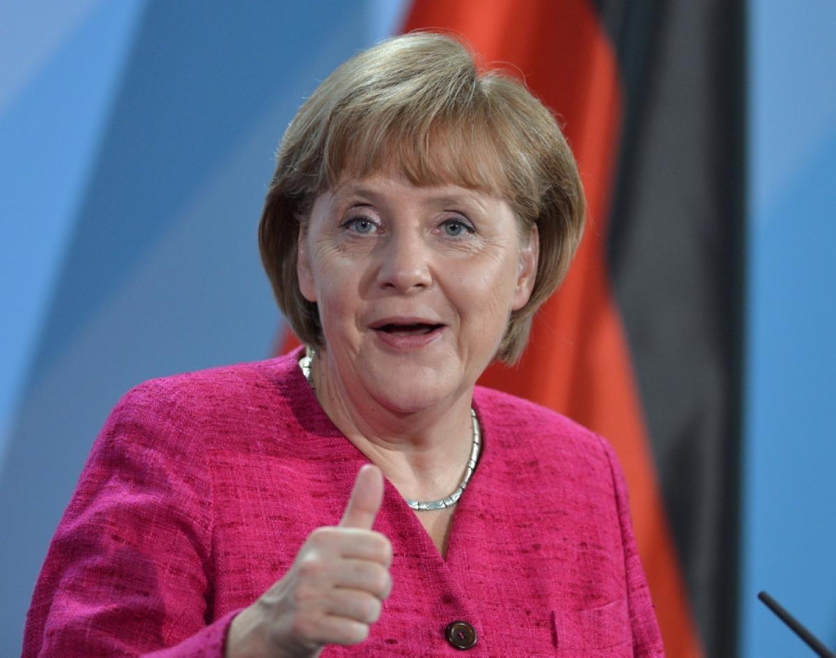 Женщина сзонтиком пробовала напасть наМеркель