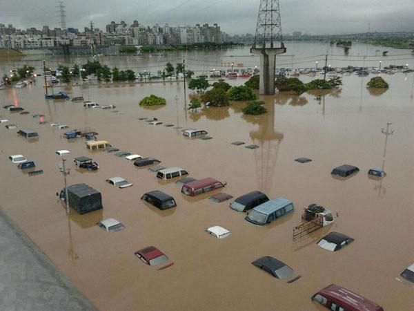 Непогода в«Поднебесной»: эвакуировано неменее 1,5 тыс. жителей Китайская республика