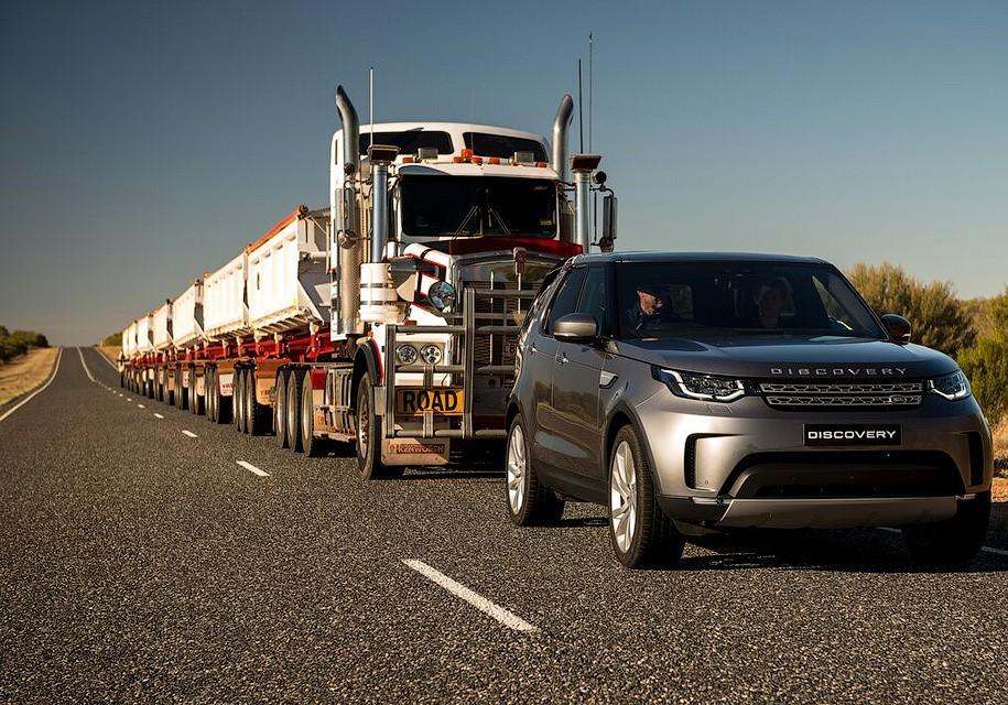 Land Rover Discovery смог утащить 100-метровый автопоезд