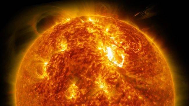 Около Солнца был замечен немалый неопознанный крылатый объект