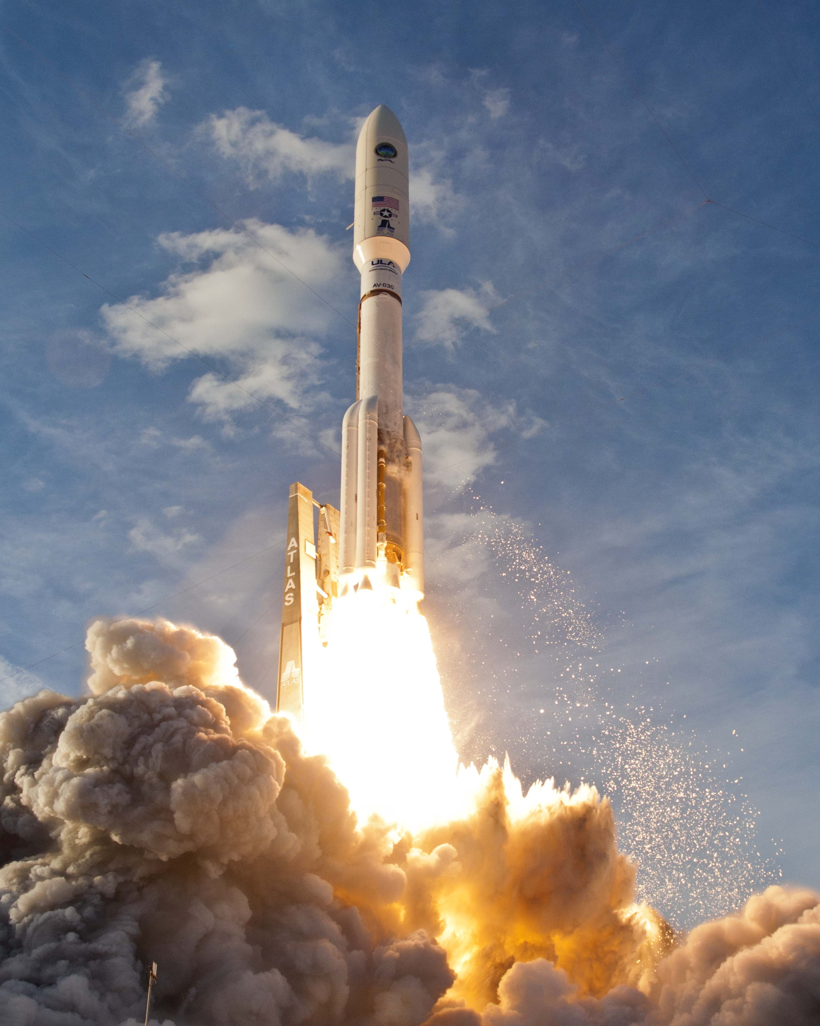 Сбазы ВВС вКалифорнии запустили спутник-разведчик