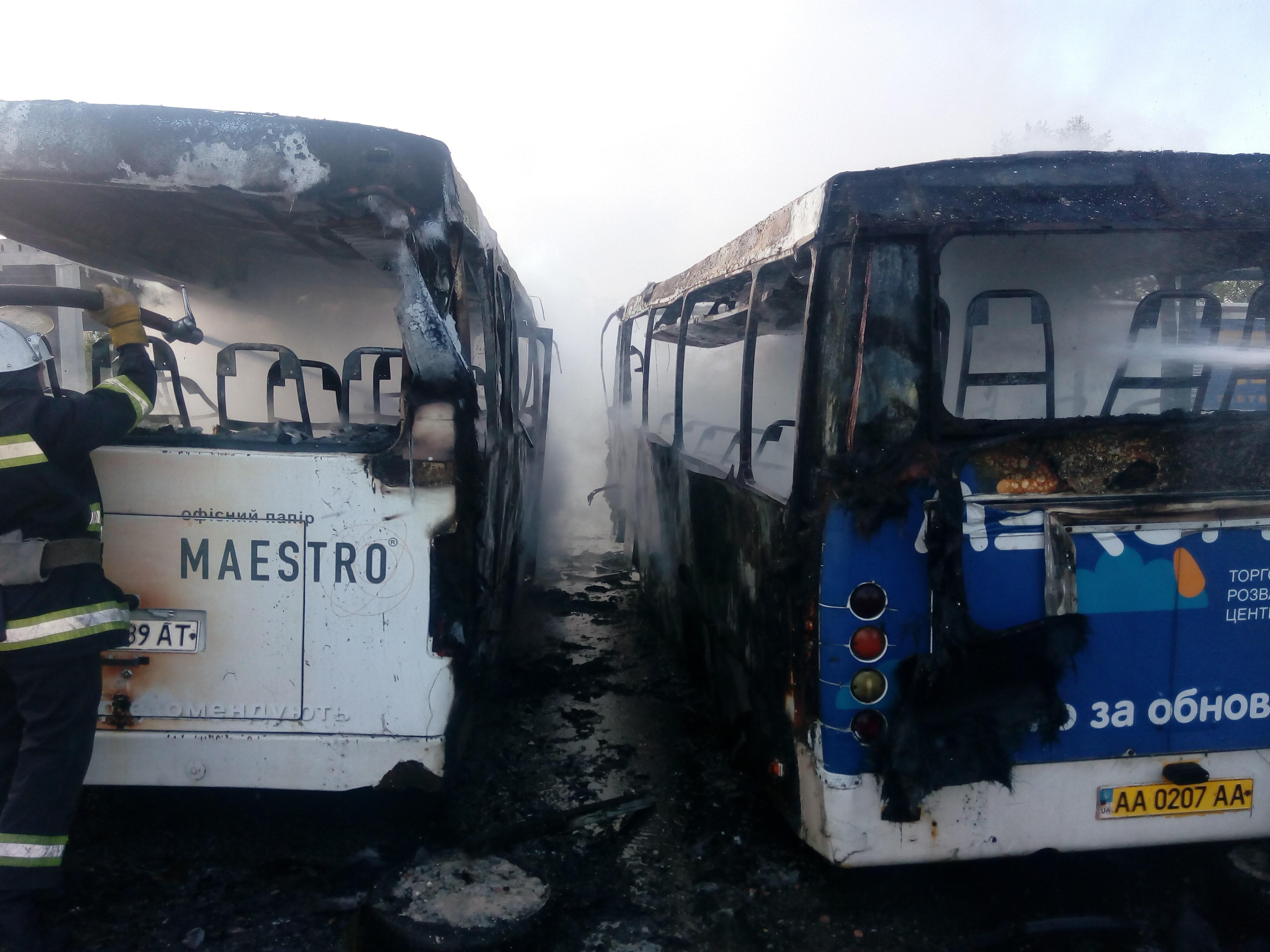 НаМКАД назападе столицы загорелись два автобуса