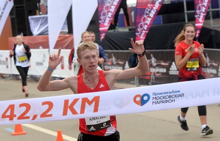 Московский марафон выиграли Алексеев иТрофимова