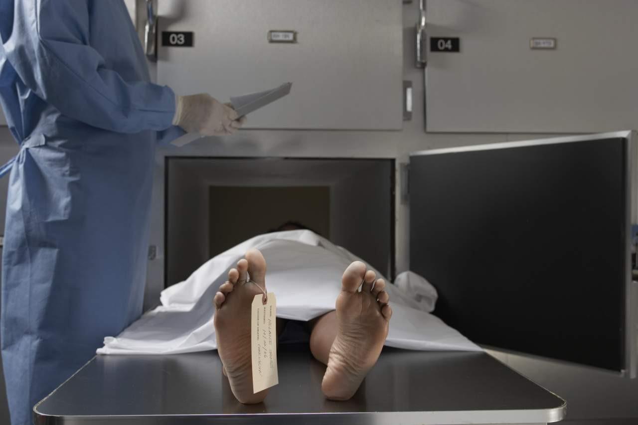 Пенсионер насмерть скинул ровесницу смоста собвинениями внедалеком уме