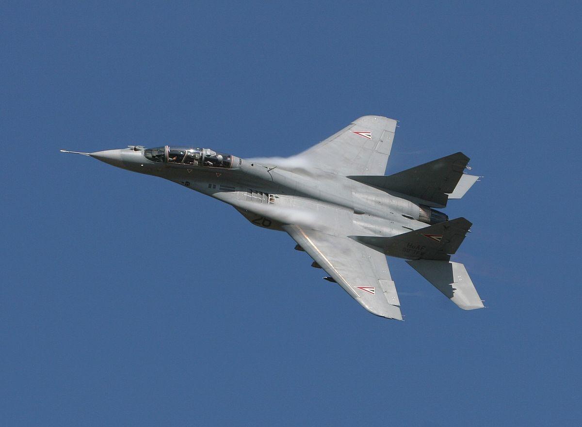 Наавиашоу вИталии разбился истребитель, пилот умер