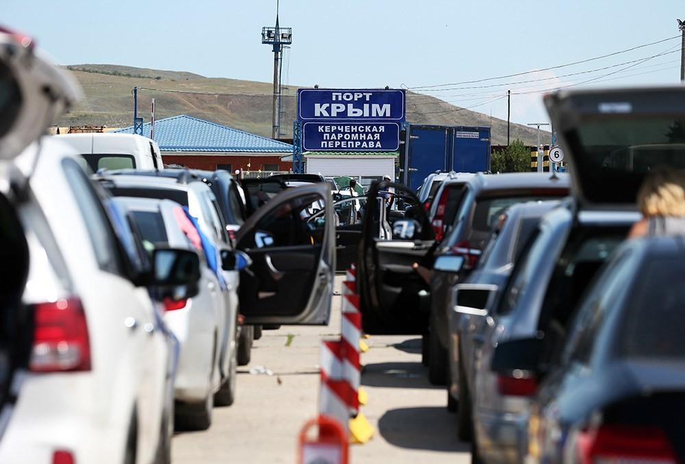 Неменее 3 тыс. человек ожидают погрузку наКерченской переправе