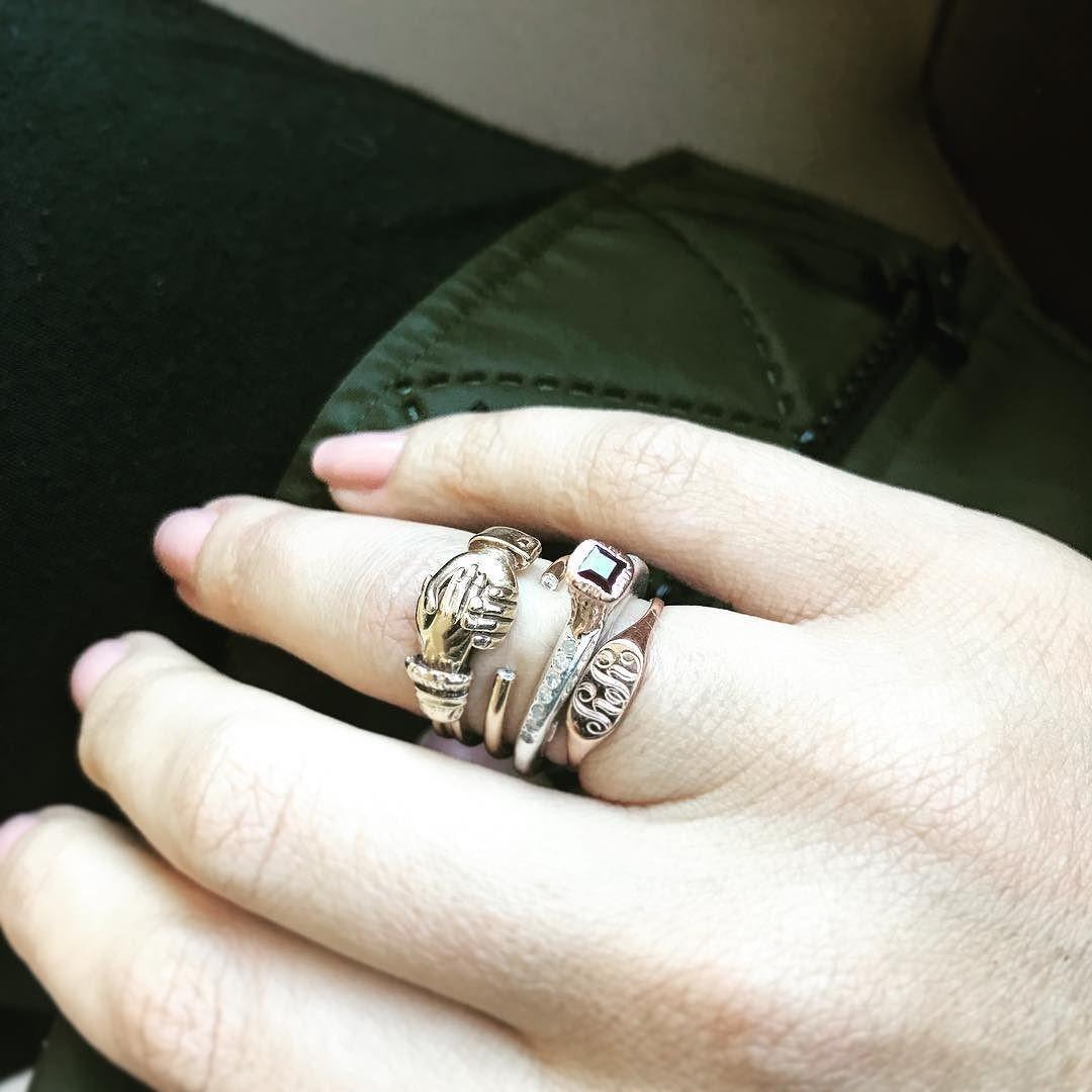 Мария Шарапова выложила фото скольцами набезымянном пальце