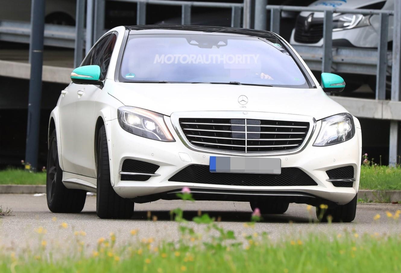 Mercedes приступил киспытаниям S-Class обновленного поколения