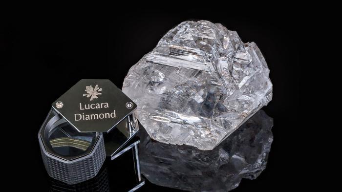 Самый большой алмаз века продан за  53 млн 83feee649e8