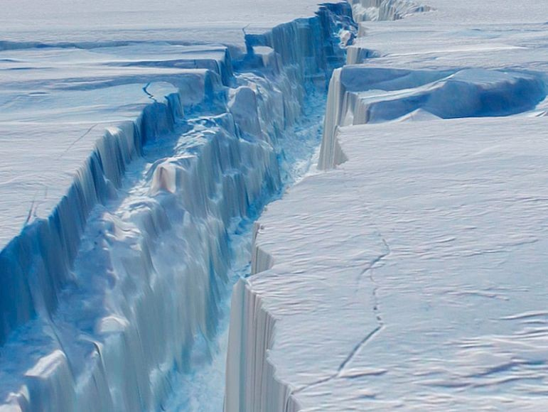 ОтАнтарктиды откололся немалый айсберг